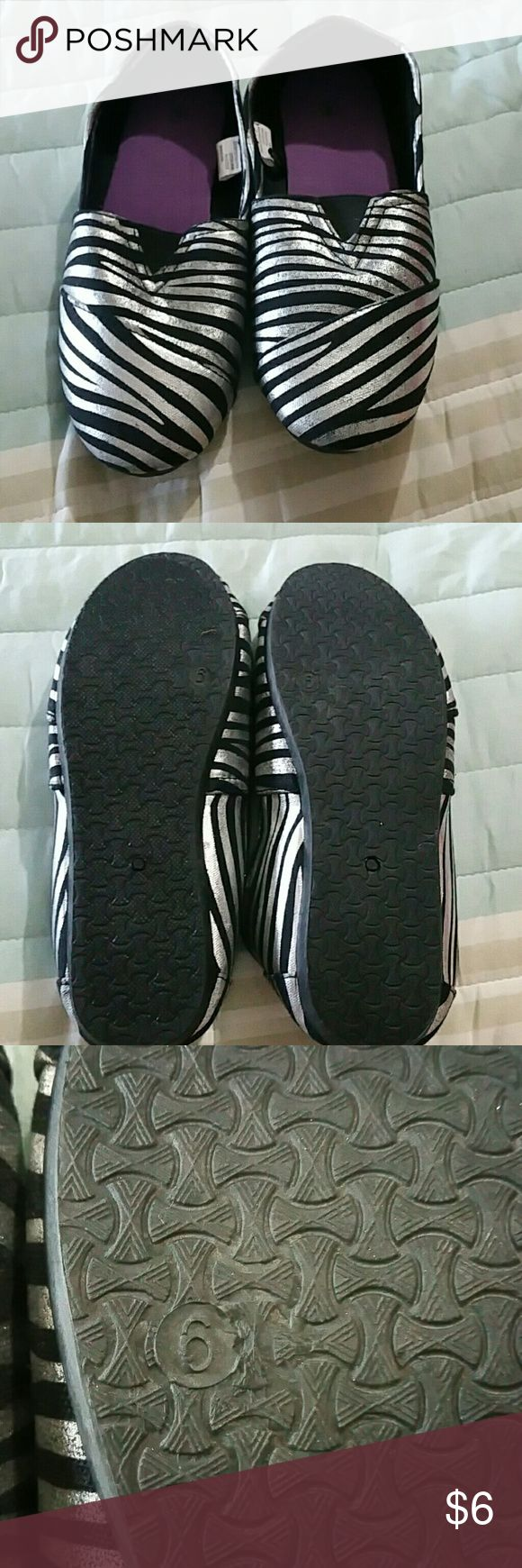Ladies slip on shoes Simular to TOMS. Brand new without the tags Shoes Flats & Loafers