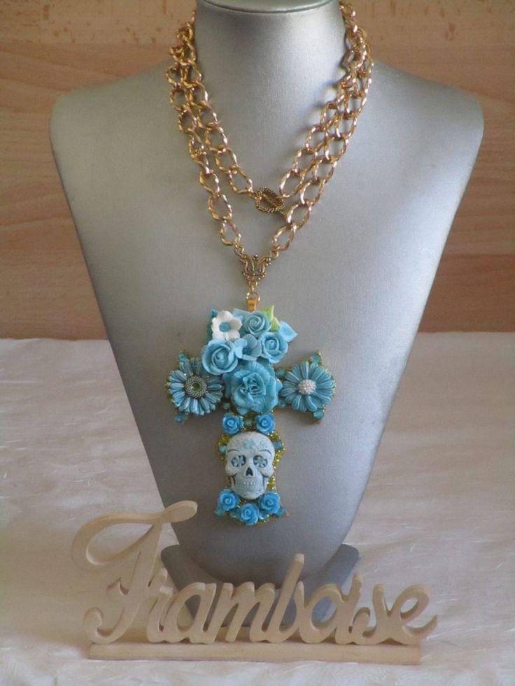 """Collier pendentif """"série de croix fleuries """" de la boutique framboisefrancoise sur Etsy"""