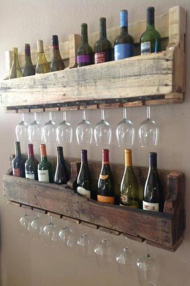 Pallet wine/ glass holder @Rosie HW Gallego, this would look awesome in your house, too.