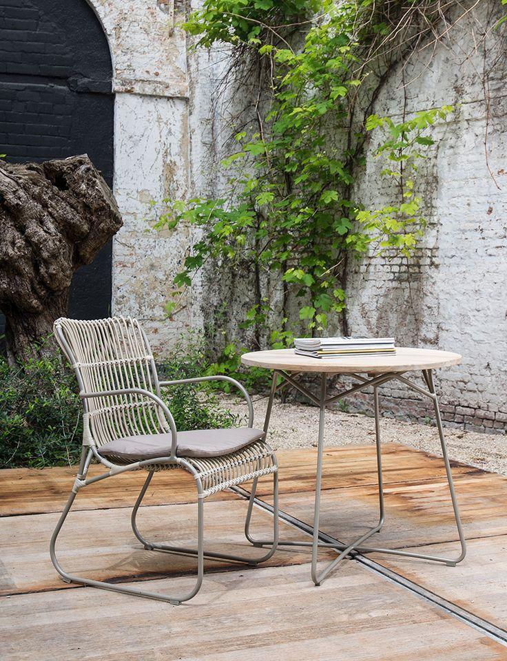 Aluminium tuinstoelen met armsteunen en kussens - Teak en aluminium bijzettafel - Lovely outdoor - Comfy lawn chair - Teak side table - #WoonTheater