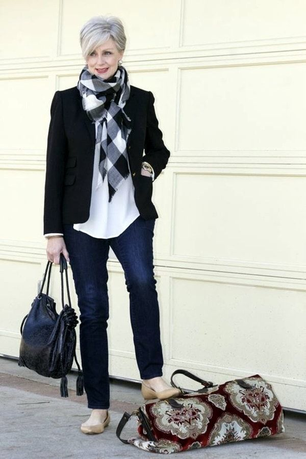 casual-outfits-for-women-over-40-18