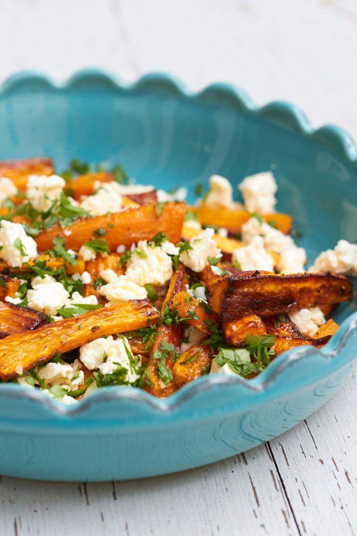 Röstmöhren mit Feta und Petersilie - ein schnelles Sommergericht. Als Beilage oder für ein schnelles Mittagessen!