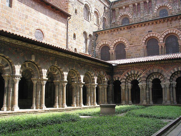 Le Puy-en-Velay - Cloître de Notre-Dame du Puy - Le Puy Cathedral - #Romanesque cloister