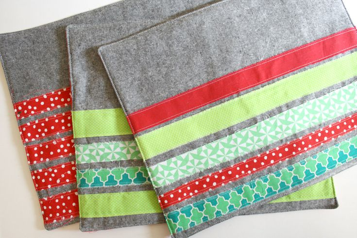 Rip + Strip Placemat Tutorial | Sew Mama Sew | Natalie shows you how to make quick and happy placemats! These would be a thoughtful gift or a nice way to freshen your own table..I call this technique Rip 'n Strip, and came up with one night when I needed a quick quilt for a friend. I love the raw edges and the texture it brings.