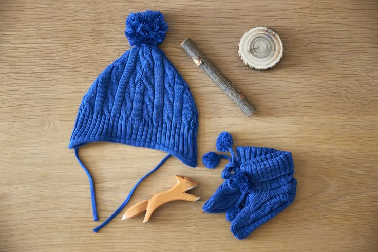 Organic cotton knit booties and pom pom beanie in royal blue