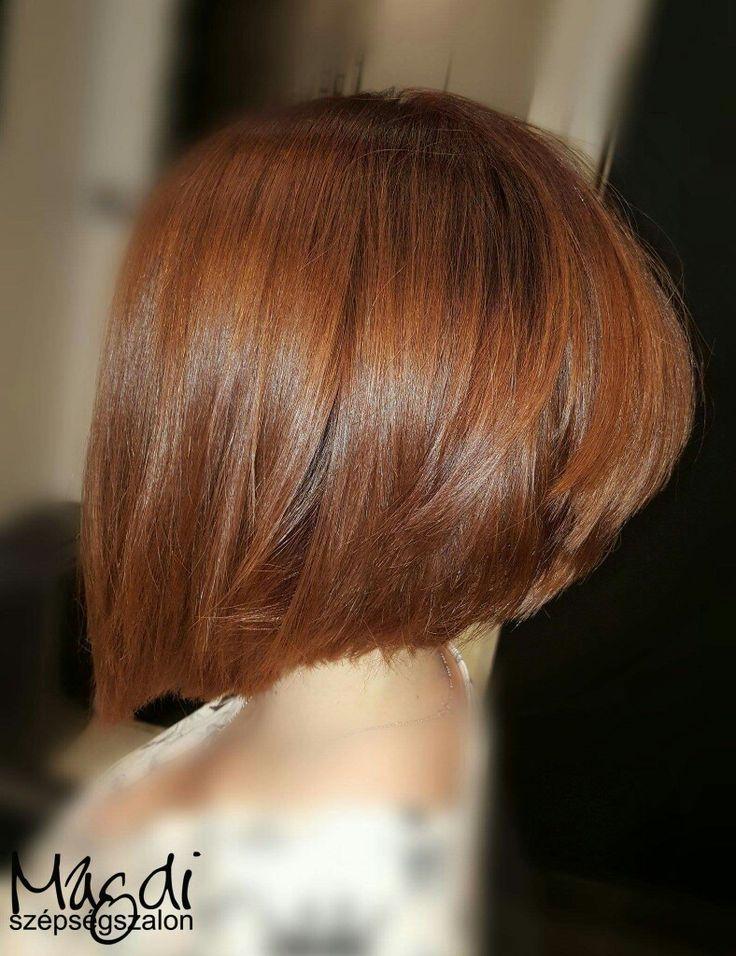 Magdi festésével újra gyönyörű lett ez a bob frizura. Szeretitek a rövidebb fazonú frizurákat? :)  www.magdiszepsegszalon.hu  #bobhaircut #bobhair #bobhaj #festetthaj #coloredbob #festettbob #beautysalon #hairfasion #hairstyle #szépségszalon #hajdivat #hajszín #fodrász #hairdresser