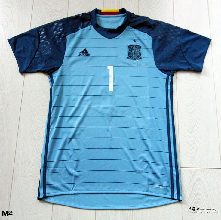 2016 Spain Home Goalkeeper Shirt With Casillas Printing