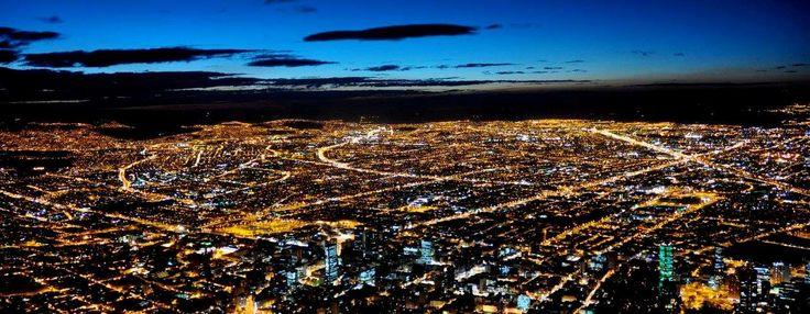 Bogotá, además de ser la capital, es la ciudad más grande de Colombia. Es visitada durante las diferentes épocas del año por personas de todo el país que quieren pasarla bien.