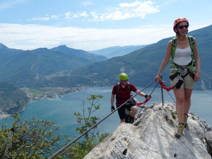 Klettersteige am Gardasee: Eine italienische Flagge ziert den