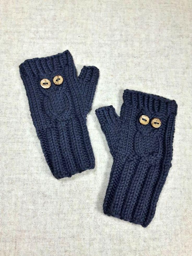 Armstulpen aus reiner Biowolle merino für kleine Kinder, in der Farbe Cornwall Schiefer, mit süßer eingestrickter Eule mit Knopfaugen, Handschuhe grau