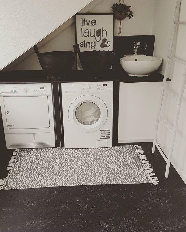 WEBSTA @ neshomestyle - Vandaag wasdag🙈fijne dag lieve volgers!#instahome #instaforall #instafollow #binnenkijken #laundryday #laundry#washok#blackandwhite