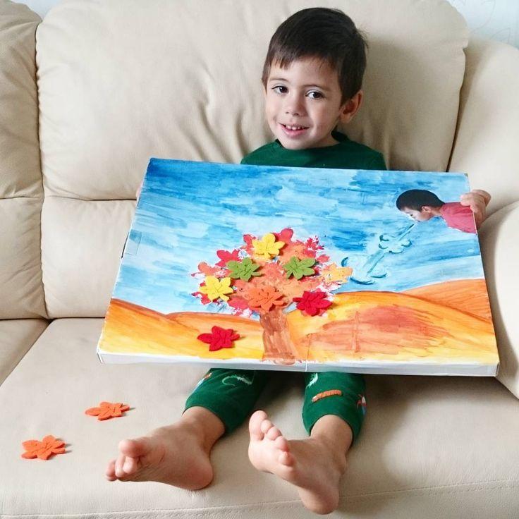 """«Рисовали вчера иллюстрацию к придуманному мной рассказу про великана, который сдувал листья с деревьев. Матвей как увидел этого """"великана"""" (я заранее…»"""