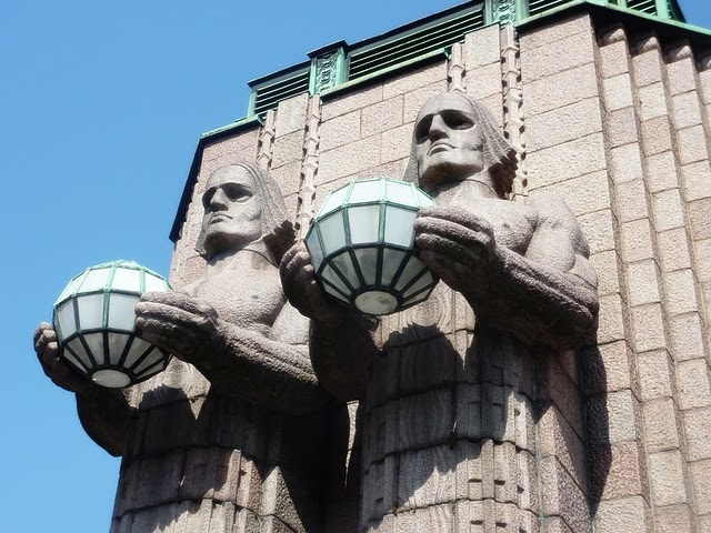 i miss the Helsinki railway station dudes.