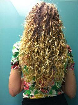 good back curls blonde 3a long hair styles readers female adult hair hairstyle picture