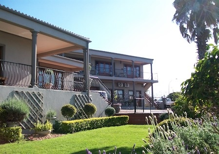 Sea Whisper Upmarket B or Selfcatering units, Jeffreys Bay, South Africa