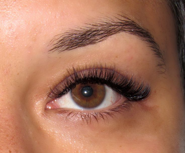 Want to try Russian Volume eyelash extensions but at the same time want them to look natural? The 2D volume set is the best option for you! It is the most natural kind of Volume Extensions which is pretty fluffy and nice looking.
