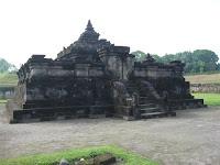 CANDI SAMBISARI: Candi Sambisari adalah candi Hindu (Siwa) yang berada kira-kira 12 km di sebelah timur kota Yogyakarta ke arah kota Solo atau kira-kira 4 km sebelum kompleks candi Prambanan. Candi ini dibangun pada abad ke 9 pada masa pemerintahan raja Rakai Garung di zaman kerajaan Mataram Kuno.