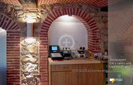 Mediterranes Restaurant-Ambiente mit MSD-Steinpaneel Cal y Canto von StoneslikeStones - 01417
