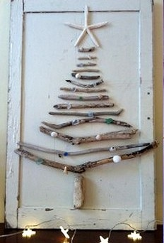 Coastal beach style christmas tree- driftwood and shells. Need to make this.#HolidaySparkle