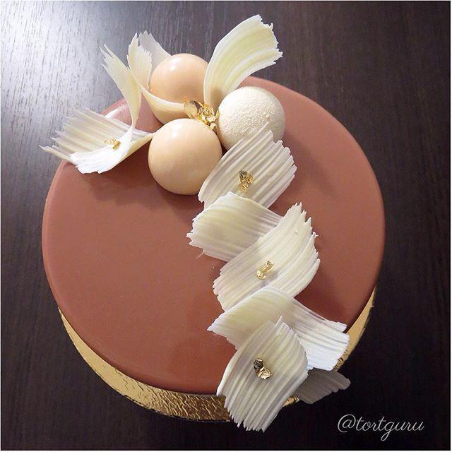 «Анастасия» / «Anastasia» / #TortGuruАнастасия Composition (this is my own recipe): caramel mousse with ganache (chocolate with salted caramel, two different sorts of sponge cake (base layer – sponge cake brownie with dark chocolate, interlayer – weightless flourless biscuit), top layer – caramel glaze --- «Анастасия» – это торт с насыщенным ярким шоколадно-карамельным вкусом. В составе: карамельный мусс с прослойкой ганаша из шоколада и соленой карамели с двумя различными видами…