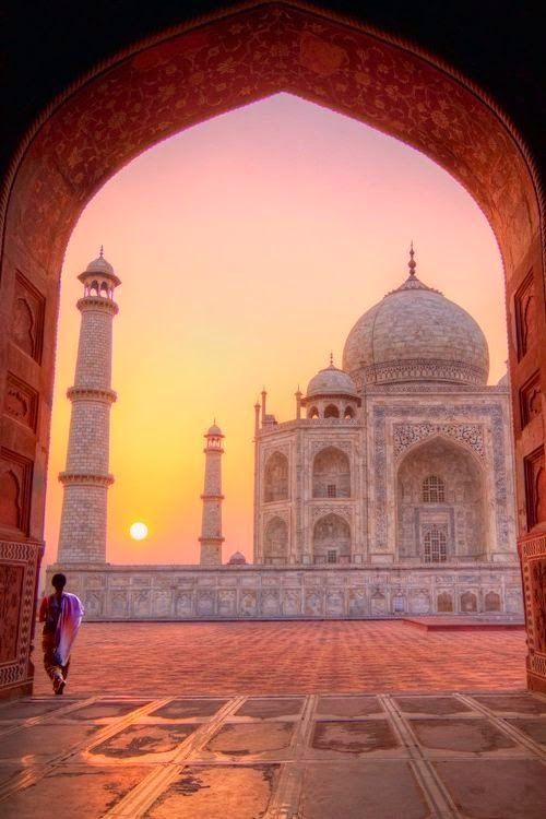 Taj Mahal at sunrise - Agra, India