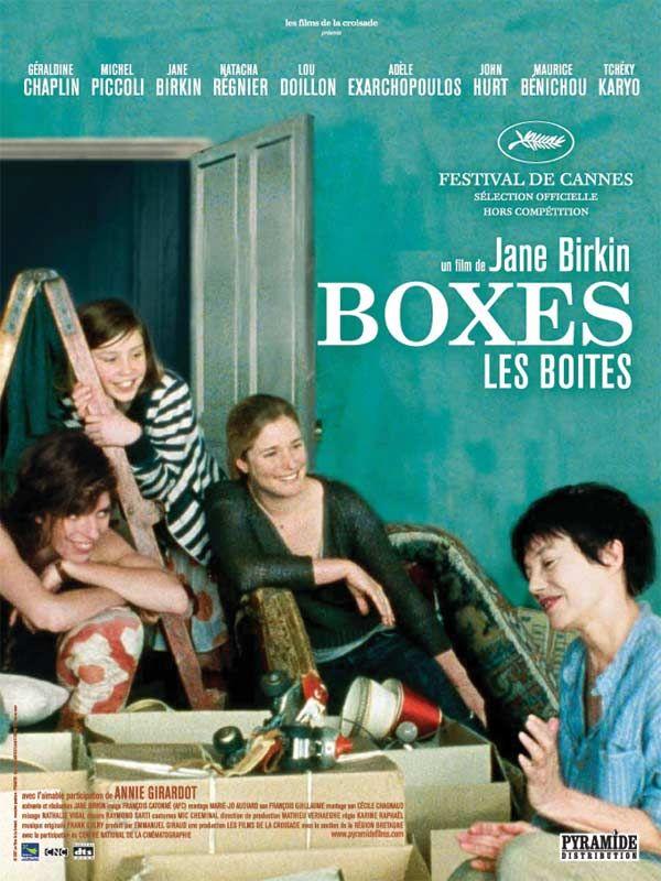 """Un bord de mer en Bretagne : Anna, cinquante ans, anglaise, emménage dans sa nouvelle maison. Les pièces sont envahies de """"boxes"""", les cartons de déménagement qui renferment mille objets... Mille souvenirs.Anna a vécu beaucoup de vies et so..."""
