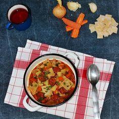 Egy finom Zöldséges-kolbászos lebbencsleves ebédre vagy vacsorára? Zöldséges-kolbászos lebbencsleves Receptek a Mindmegette.hu Recept gyűjteményében!