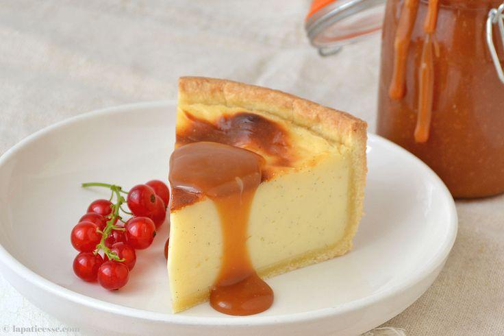 Flan pâtissier ist ein typischer französischer Kuchen, der gerade wieder seine Renaissance erlebt. Mit viel Vanille, Sahne und Butter weckt dieses Rezet Kindheitserinnerungen.