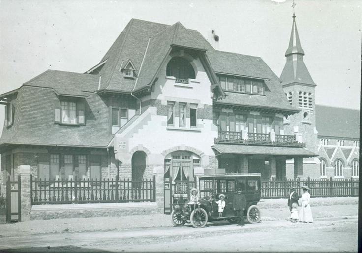 Le Touquet Paris-Plage, pas-de-Calais, France, 1911. Villa Le Nid. Car Delaunay-Belleville