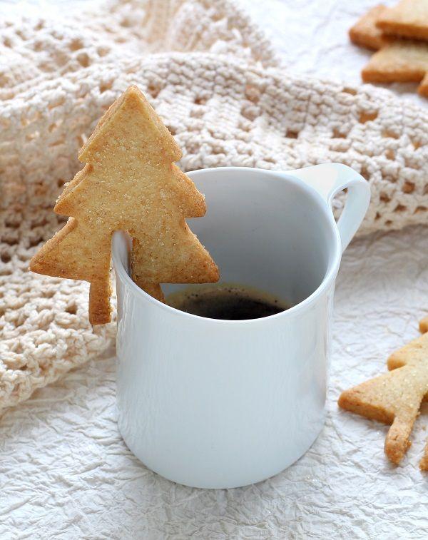 Des sablés sapins craquants pour accompagner le café.