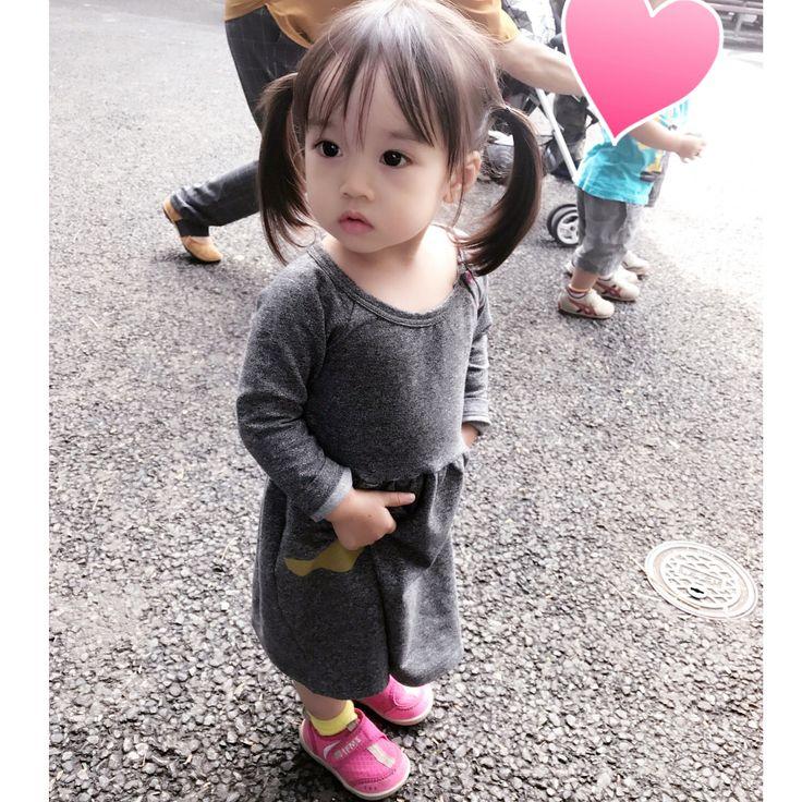 いいね!1,339件、コメント5件 ― hitomiさん(@yuzupi_mama)のInstagramアカウント: 「* 昨日は上野動物園行ってきました🐼💕 ゆずぴ、動物見つけるたびに大興奮w もうだいぶ楽しめるようになったな〜😊 この日のコーデは @papustories さんのワンピース👗💕 グレー可愛い♡…」