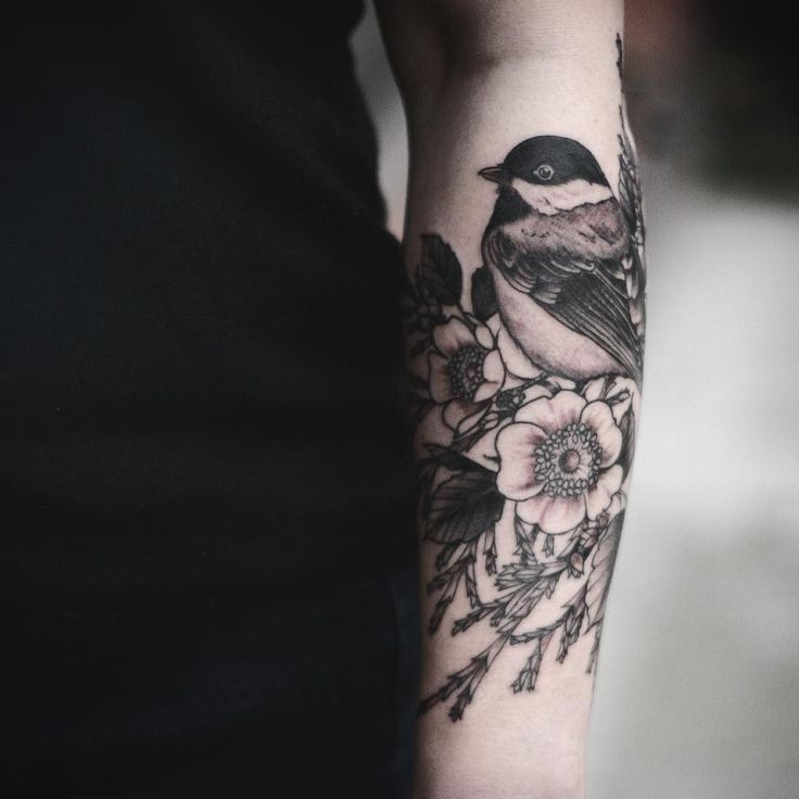 25 best ideas about chickadee tattoo on pinterest flower back tattoos floral arm tattoo and. Black Bedroom Furniture Sets. Home Design Ideas