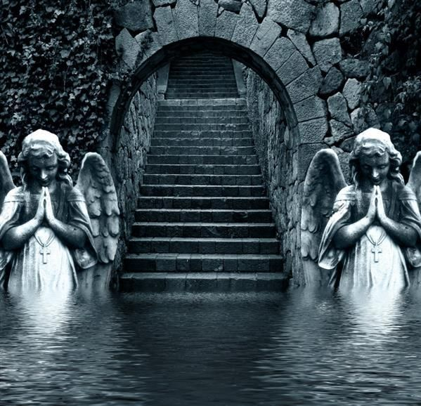 Angels in abandoned castle, Moat-entrance?  DON'T BLINK  ..... PLEASE .... DON'T BLINK .... RUN...RUN ...So weeping angels