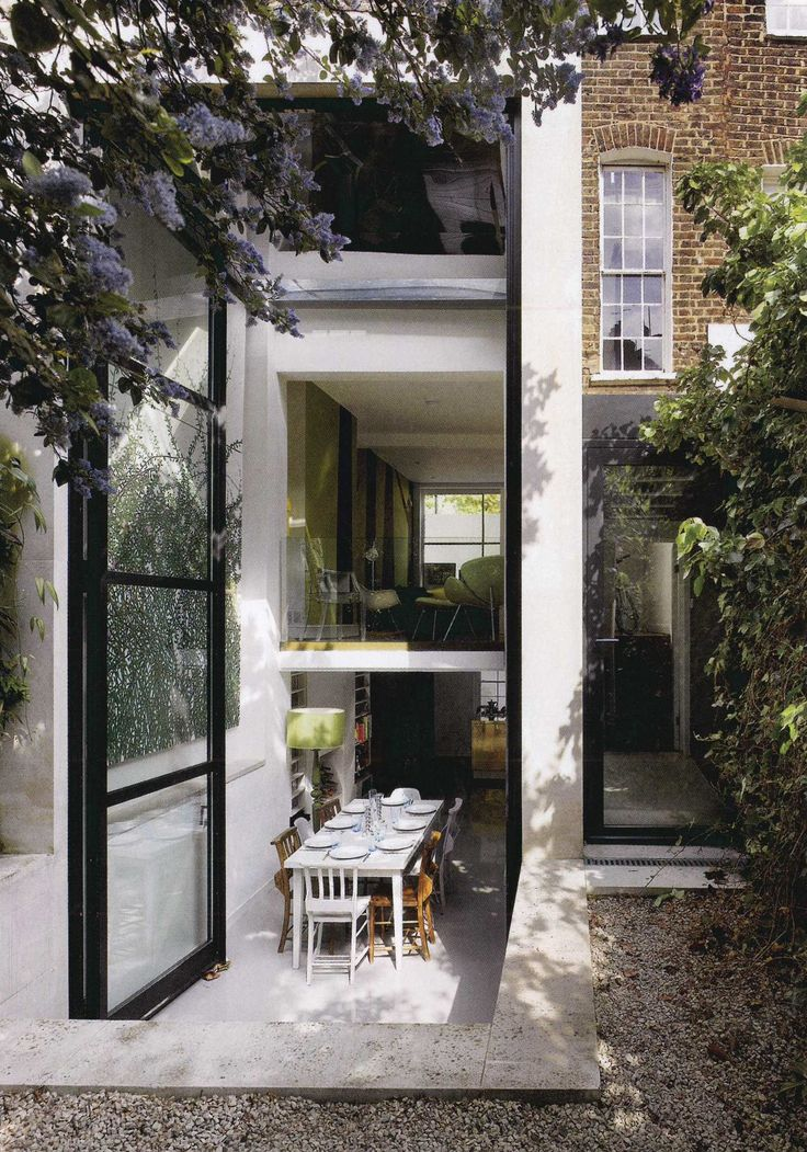 Indoor / outdoor eating space - Modern / Contemporary architecture - Concrete, glass, and steel