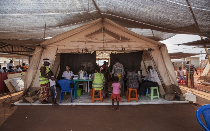 Los campos de refugiados en el norte de Angola albergan a más de 32,000 personas que han huido de Kasai, en República Democrática del Congo.     Ahí, nuestros equipos han realizado más de 15,000 consultas en los últimos cuatro meses.  También tenemos dos clínicas y colaboramos con el hospital pediátrico de Chitato.