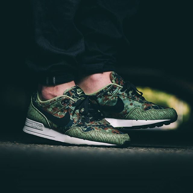 """This is definitely one of the dopest releases of the year! The NIKE Air Pegasus 89 PRM """"German Reunification"""" comes with traditional german camouflage patterns and is dedicated to the german reunification in 1990, of course. Drops October 2nd! Instore and online!  #solebox #soleboxberlin #soleboxmuenchen #nike #airpegasus #pegasus #germanreunification #pegasus89"""