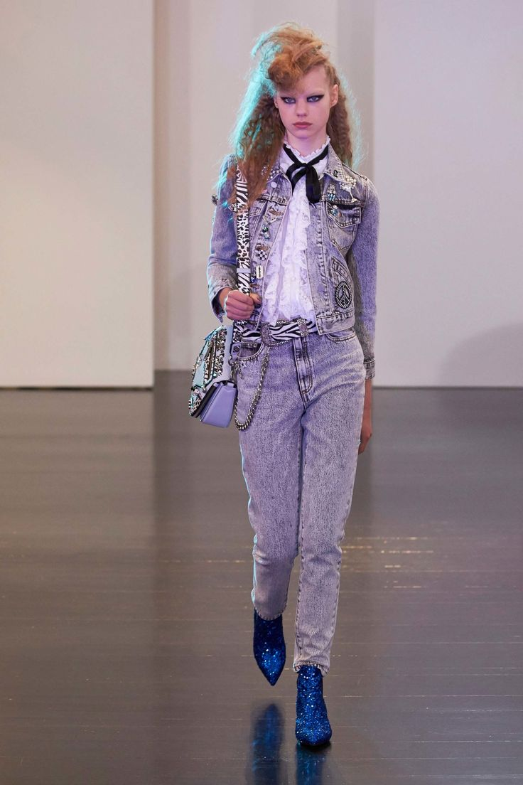 #MarcJacobs  #fashion  #Koshchenets     Marc Jacobs Resort 2017 Collection Photos - Vogue