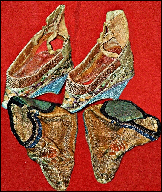 chinese foot binding shoes