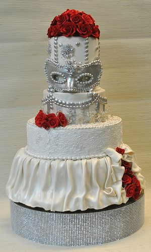 Red roses-Rhinestones-Mascarade-Weddingcake-Thecakezone2