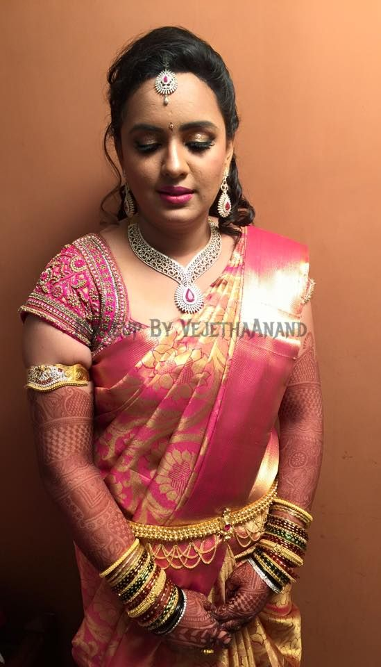 Traditional Southern Indian bride wearing bridal silk saree and jewellery. Reception look. Makeup and hairstyle by Vejetha for Swank Studio. #BridalSareeBlouse #SariBlouseDesign #bridaljewellery Pink silk kanchipuram sari. Tamil bride. Telugu bride. Kannada bride. Hindu bride. Malayalee bride Find us at https://www.facebook.com/SwankStudioBangalore