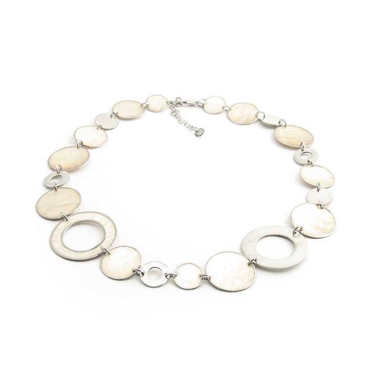 Culture Mix Fantastisch lichte halsketting van zandkleurige schelp en metalen ringen