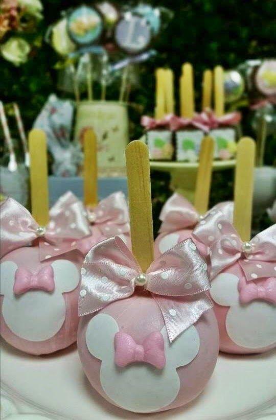 Em nossa primeira festa de 2015, reinventamos a Minnie para os 3 anos da Laura!!!   Uma decoração personalizada  com uma Minnie  Românti...