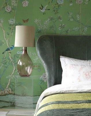 Du kan booste dit feng shui område for Familie & Helbred med grønne farver. I soveværelset ville jeg undgå grønne farver på væggene, men tapetet her ville også være skønt i stuen, i en entré eller arbejdsværelset.