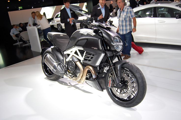 50 best images about ducati diavel amg on pinterest bikes redline and twin. Black Bedroom Furniture Sets. Home Design Ideas