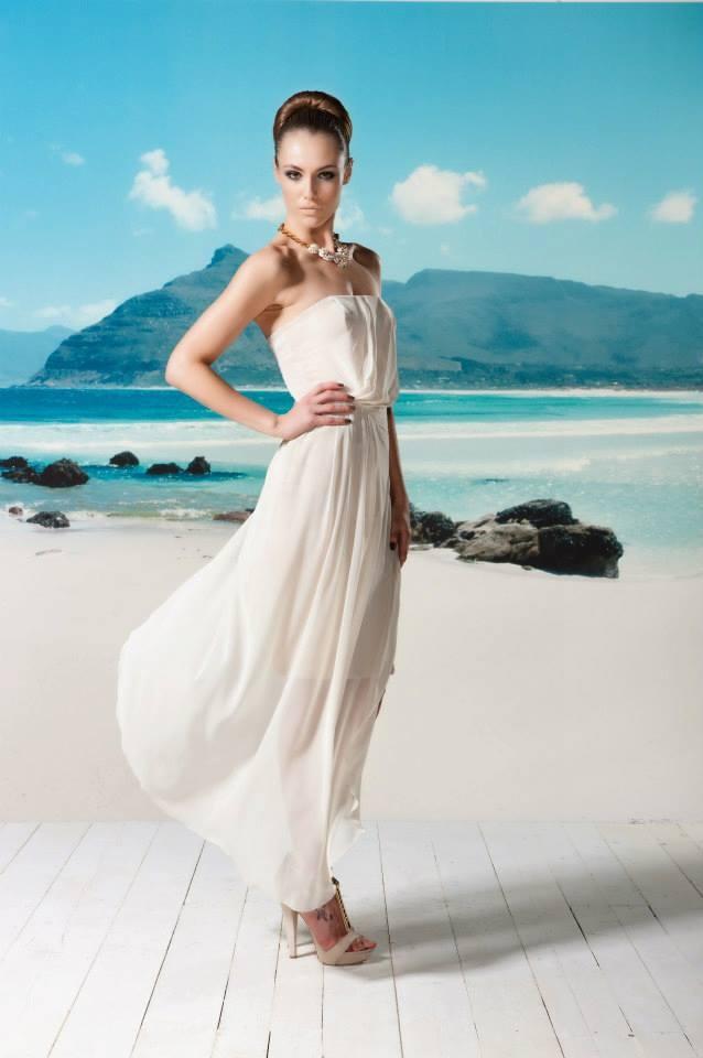Combineer jouw zomerse maxidress met high heels en hij is ready voor de avond!