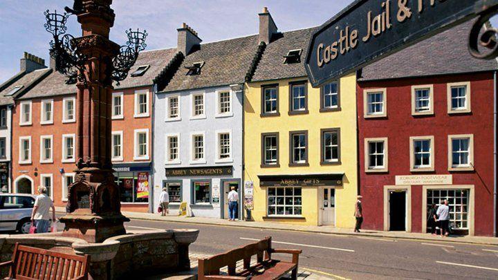 Jedburgh, Mercat Cross | by VisitScotland