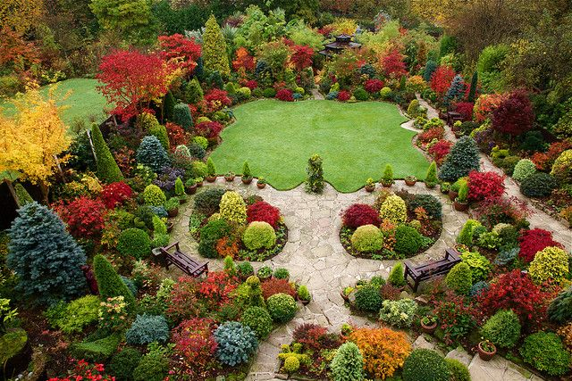English garden for all seasons. Absolutely incredible fall colors - speechless and in awe!
