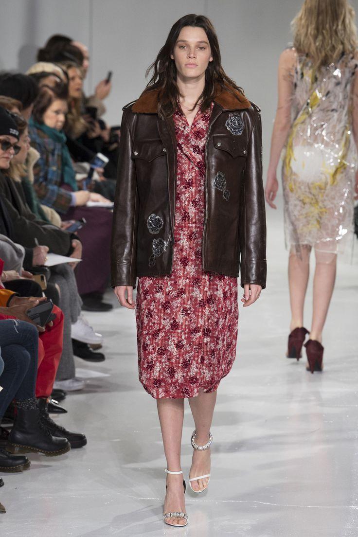 #CALVINKLEIN  #fashion  #Koshchenets   CALVIN KLEIN Fall 2017 Ready-to-Wear Collection Photos - Vogue