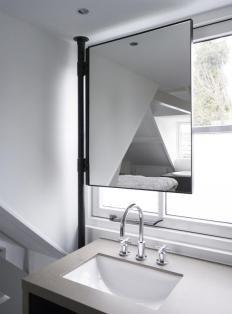 Spiegel boven lavabo voor een dakkapel