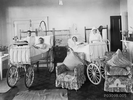 Nurses and wounded soldiers at Anzac Hostel, 1919 (Australian War Memorial: P03098.005)